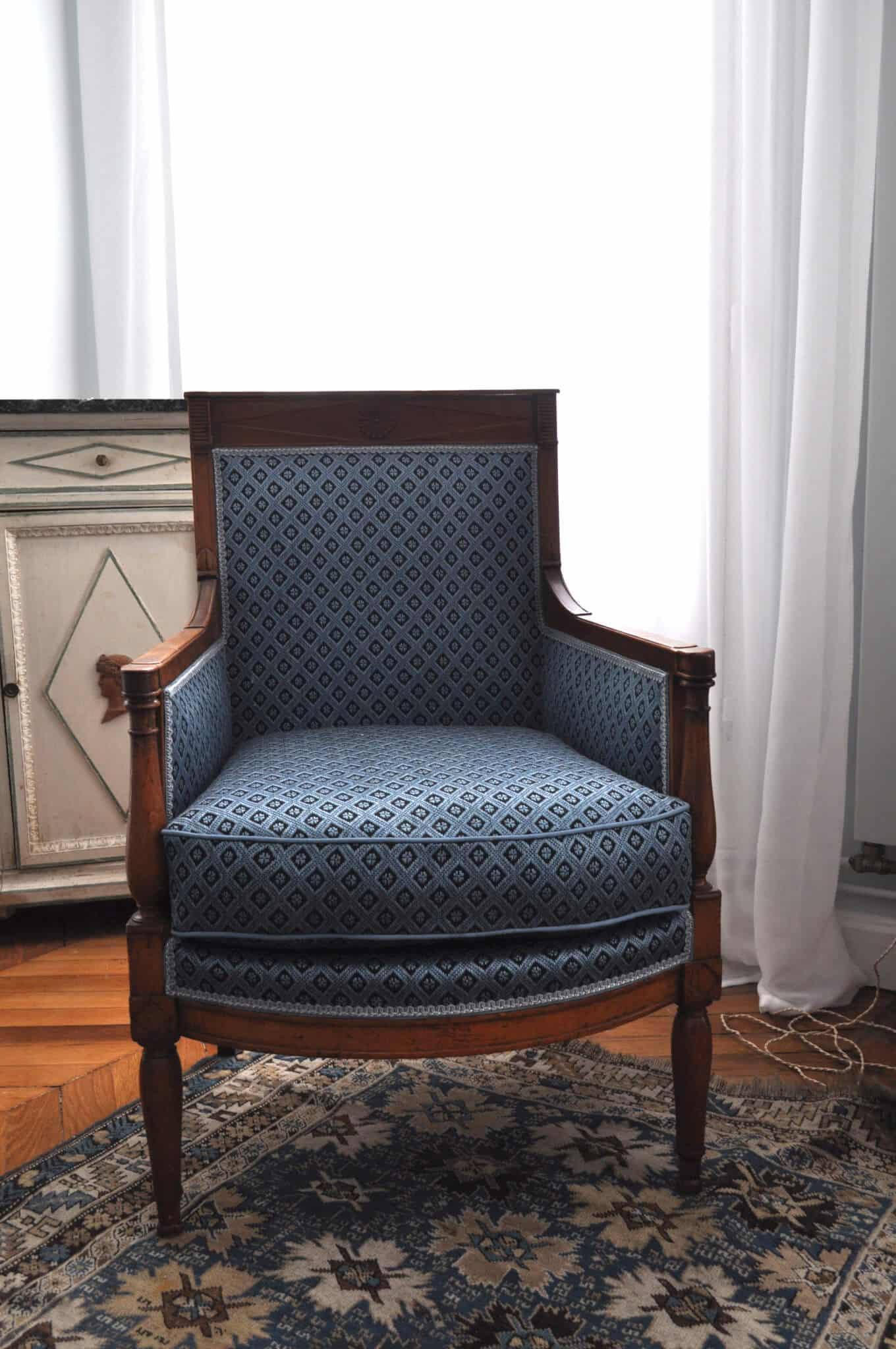 comment retapisser un fauteuil diy fauteuil retapiss mmaxine blog diy d co et lifestyle. Black Bedroom Furniture Sets. Home Design Ideas