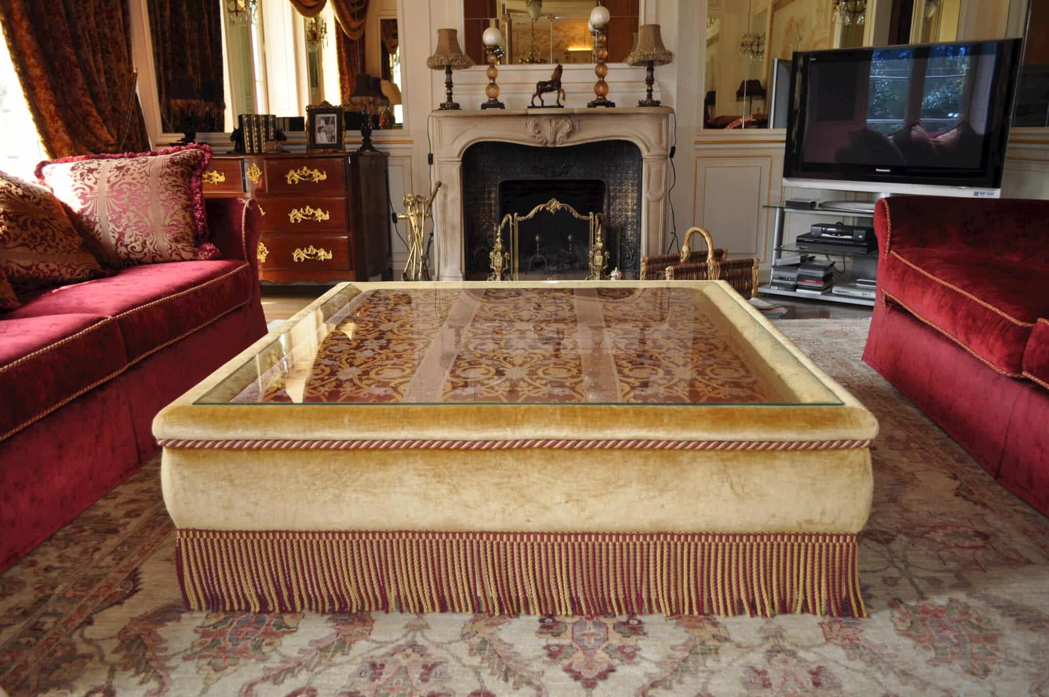 table basse napol on iii pour ch teau atelier secrea. Black Bedroom Furniture Sets. Home Design Ideas
